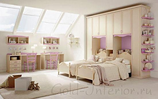 Письменные столы в комнате для 2 девочек