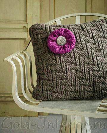 Подушка, сделанная своими руками из вязаного свитера