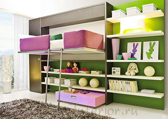 Полки и шкафы в комнате девочки-подростка
