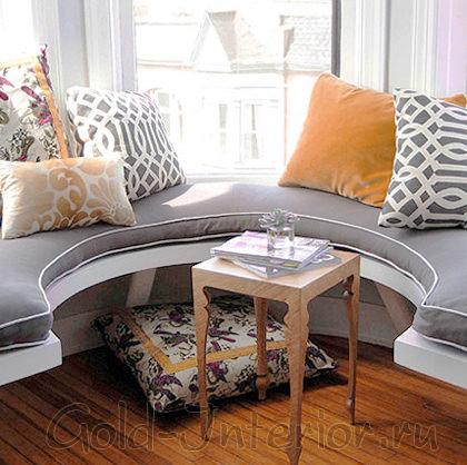 Полукруглый эркерный диван без спинки