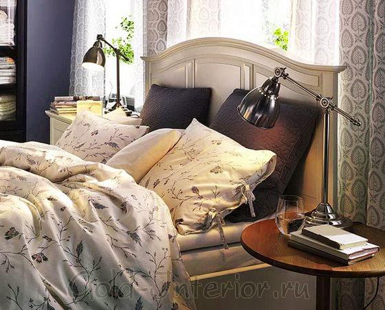 Прикроватные тумбочки в спальне