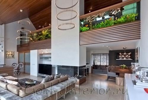 Применение горизонтальных аквариумов в двухэтажном доме