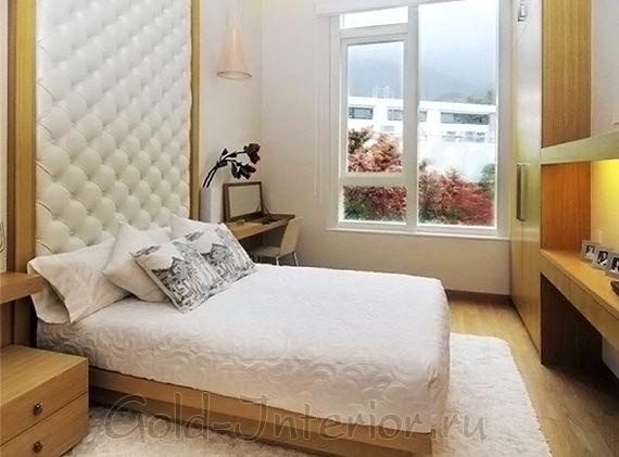 """Применение """"вертикалей"""" в спальне площадью 12 кв. м."""