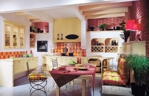 В дизайне просторной кухни - диван прямой формы с подушками