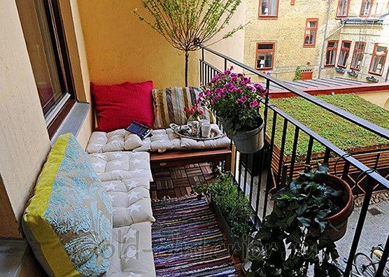 Пуфы на балконе