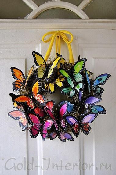Радужные бабочки на входной двери