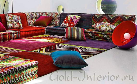 Разноцветная коллекция пуфов