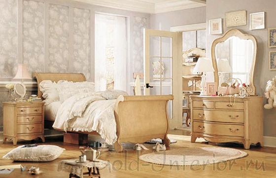 Ретро спальня в кремовых тонах