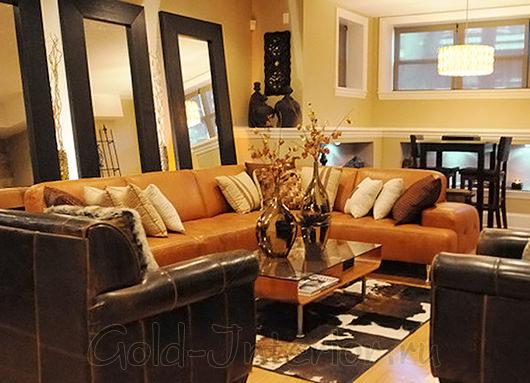 Рыжий диван + коричневая мебель