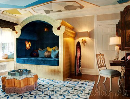Роскошная кровать в роскошном интерьере