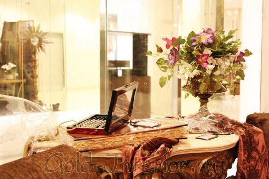 Роскошный элегантный букет из искусственных цветов