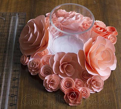 Розы-подсвечники из цветной бумаги