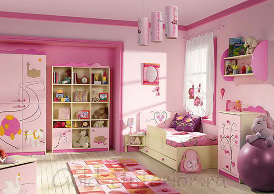 Розовый + фиолетовый + оранжевый цвет в детской для девочки