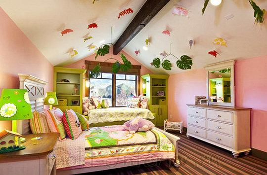 Розовый интерьер детской комнаты