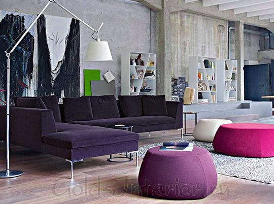 Розовый и сиреневый пуфы + фиолетовый диван