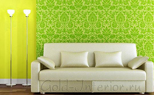 Салатовые узорные обои + жёлтые стены