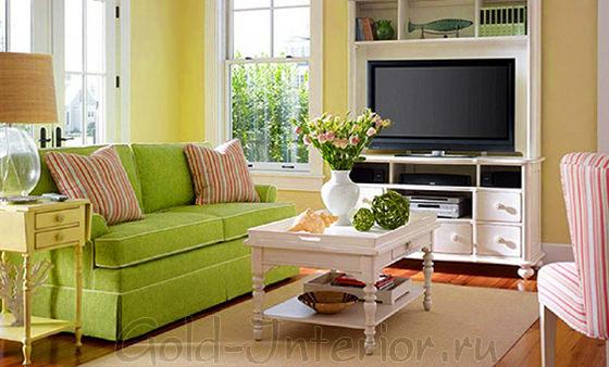 Салатовый диван + кресло и подушки в бело-розовую полоску
