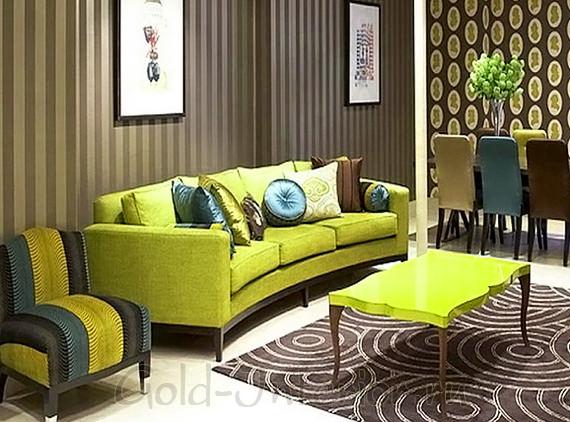 Салатовый диван и столик + коричневые элементы интерьера