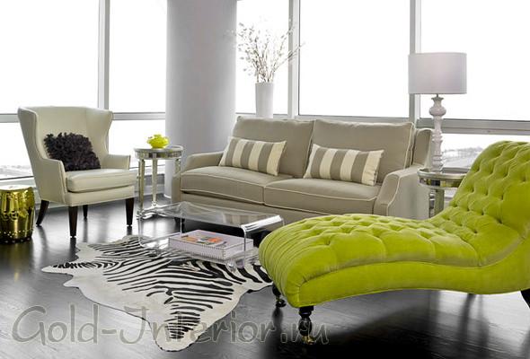 Салатовый и бежевый диваны + белые стены и потолок