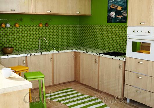 Салатовый кухонный фартук возле раковины