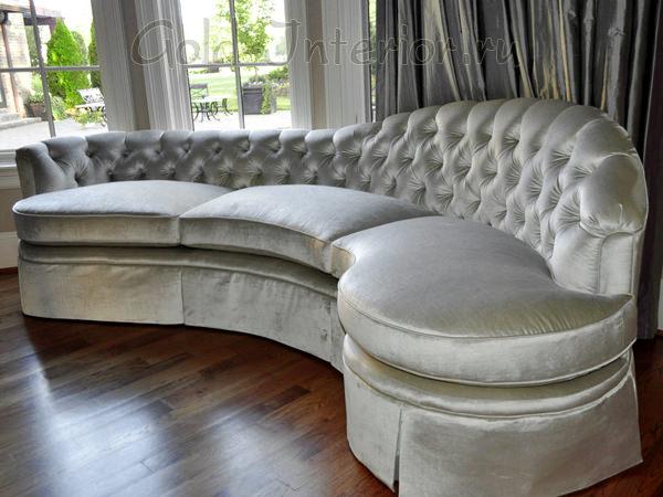 Серебристый диван в интерьере