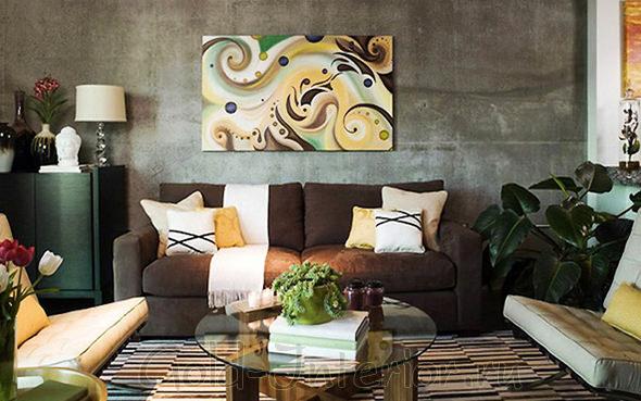 Шоколадный диван + жёлтые предметы интерьера