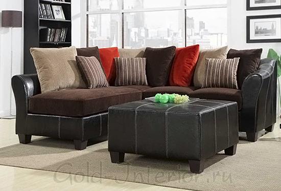 Шоколадный диван + красные подушки