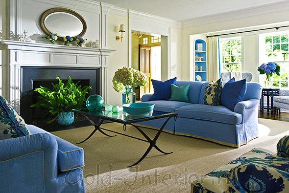 Синие диваны в гостиной