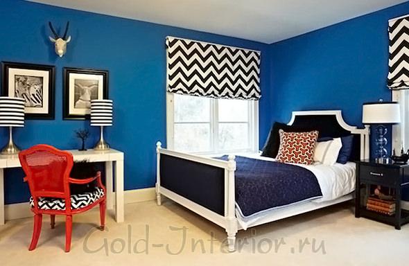 Синий, чёрный, белый и красный цвет в спальне