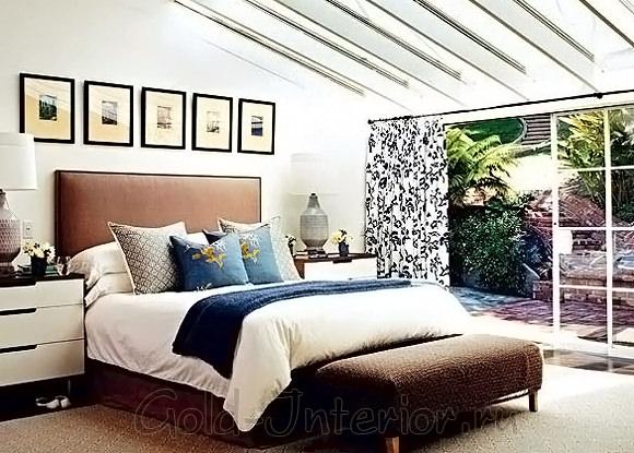 Синий с коричневым цветом в декоре спальни