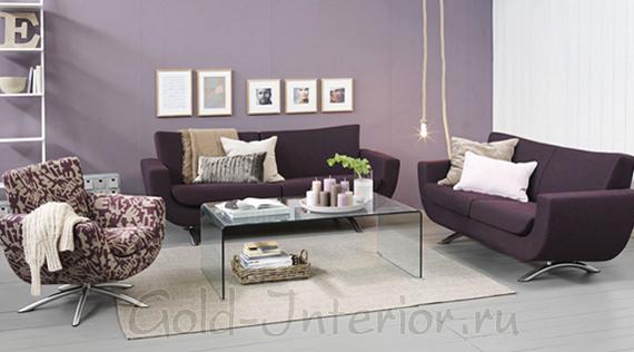 Сиреневый и ежевичный цвет в оформлении гостиной