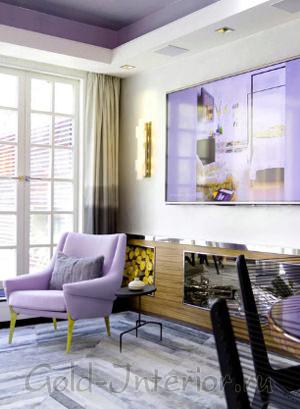 Сиреневый и жёлтый цвет в гостиной