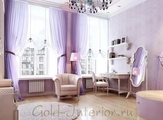 Сиреневый и молочный цвета в изящной гостиной