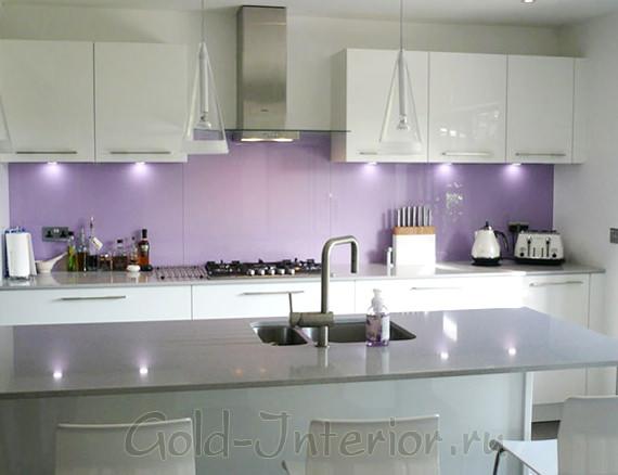 Сиреневый цвет с серебристыми оттенками в интерьере кухни