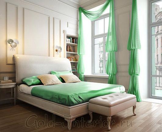 Скамья у подножия кровати