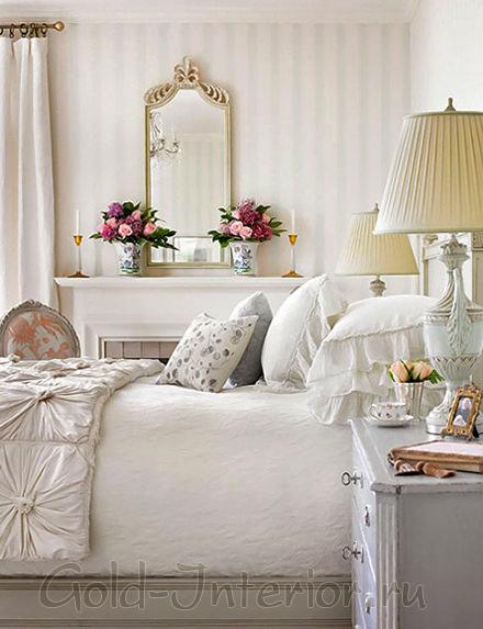 Сливочный и цвет кофе с молоком в интерьере спальни