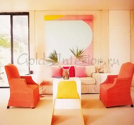 Сочетание персикового, жёлтого и красного цвета в интерьере