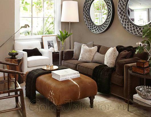 Сочетание предметов рыжего цвета с диваном цвета венге
