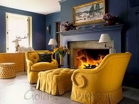 Сочетание синих и жёлтых красок в дизайне гостиной