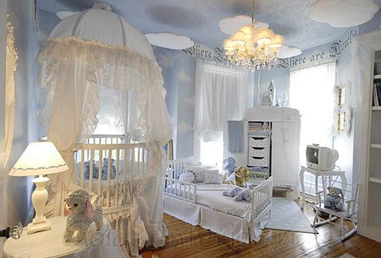 Спальня для новорождённой девочки в бело-синей гамме