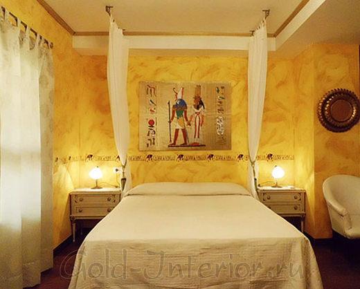 Спальня оформлена в египетском жанре