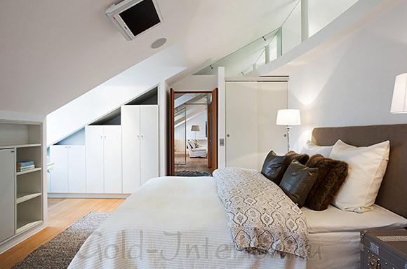 Спальня в 3-комнатной квартире в мансарде