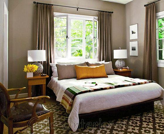 Спальня выполнена в природной цветовой гамме