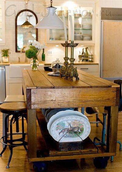 Деревянный стол на колёсиках
