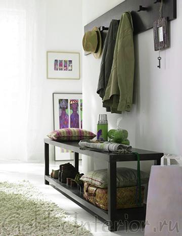 Столик-подставка для обуви и вещей в прихожей