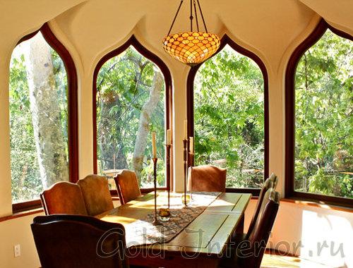 Стрельчатые окна в арабском стиле