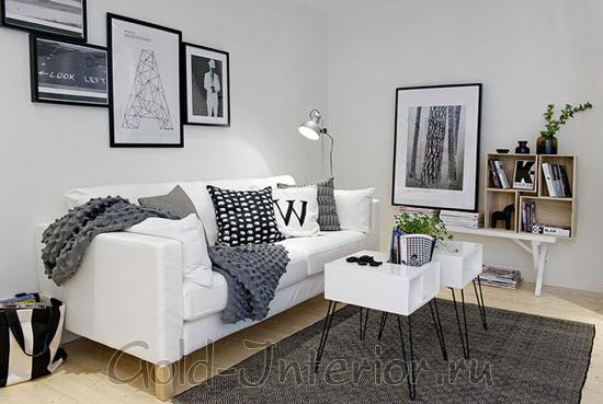 Светлая палитра с чёткими акцентами чёрного цвета в маленькой гостиной