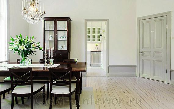 Светло-серые межкомнатные двери в классическом интерьере