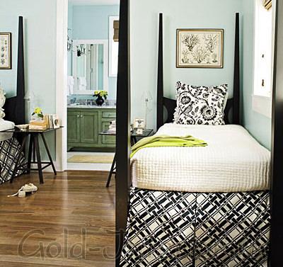 Светло-голубой и чёрный цвет в спальной комнате