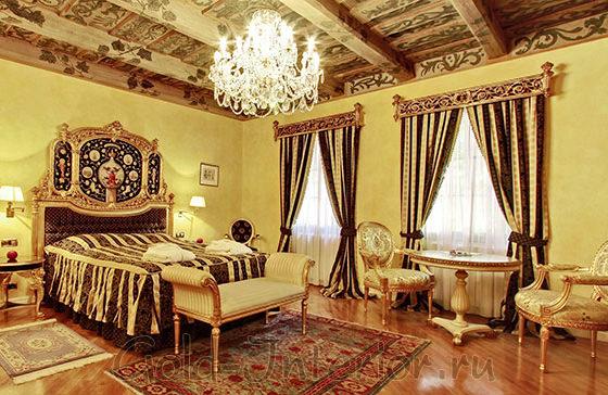 Текстиль для барочного стиля в интерьере спальни